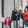Тори Спеллинг в Париже: новые проблемы со здоровьем, фото с детьми и мужем