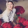 Виктория Боня интригует подписчиков, фото с розами