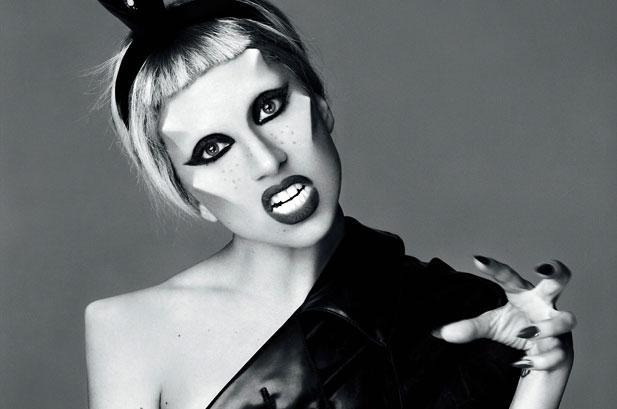 Lady Gaga эпатирует публику эксцентричным поведением