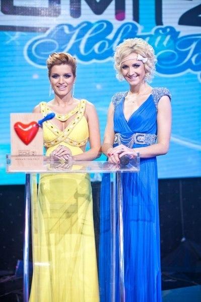 Ведущие-Ксения Бородина и Ольга Бузова