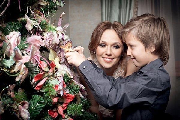Альбина Джанабаева со старшим сыном