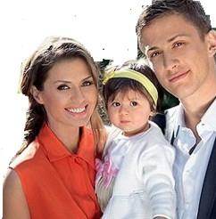 Виктория Боня с дочкой и Алексом Смерфитом