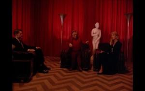 Агент Купер вКрасной комнате с карликом и Лорой Палмер