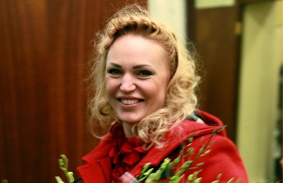 Алла Довлатова — биография телеведущей и актрисы