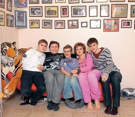 Сергей Белоголовцев с семьёй