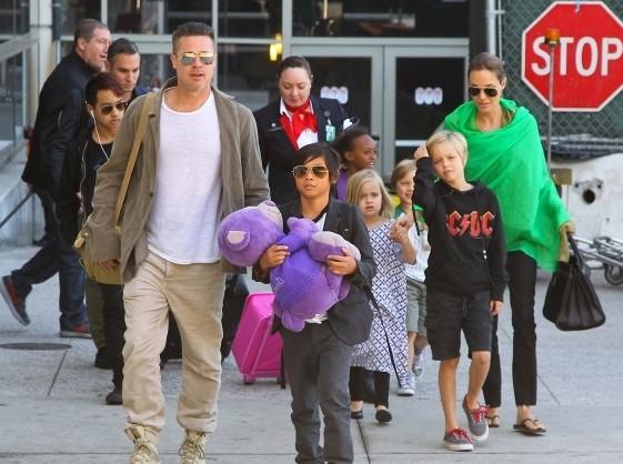 Анджелина Джоли и Брэд Питт  готовы усыновить седьмого ребёнка