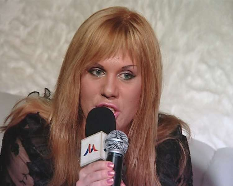 Белла Огурцова — ведущая «Русского радио», травести-актриса и певица