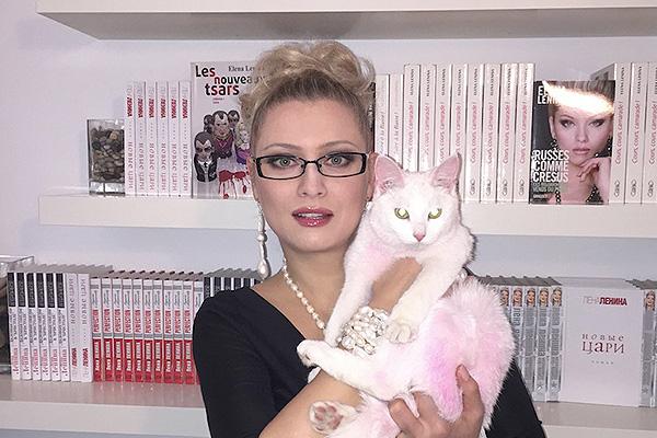 Лена Ленина и розовый котенок: писательница стала жертвой клеветы