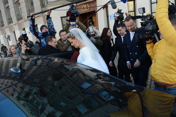 Депутатская свадьба: Мария Максакова вышла замуж за Дениса Вороненкова