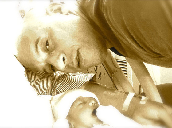 Вин Дизель  с новорождённой дочерью