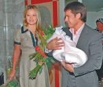Дана Борисова и Максим Аксенов с маленькой Полиной