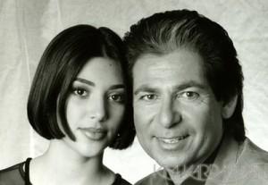 Ким Кардашьян со своим отцомРобертом Кардашьяном в юности