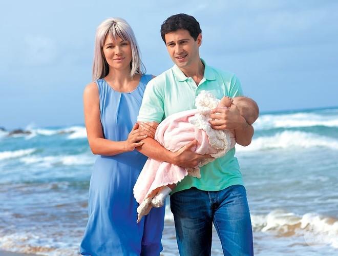 Антон и Виктория Макарские со старшей дочерью