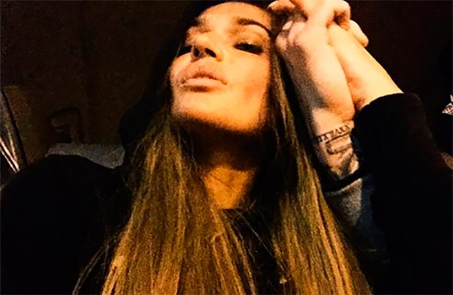 """Алена Водонаева """"засветила"""" в кадре руку мужчины с характерной татуировкой"""