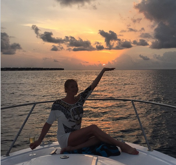 Анастасия Волочкова на Мальдивах фото май 2015. Вечерняя прогулка на яхте
