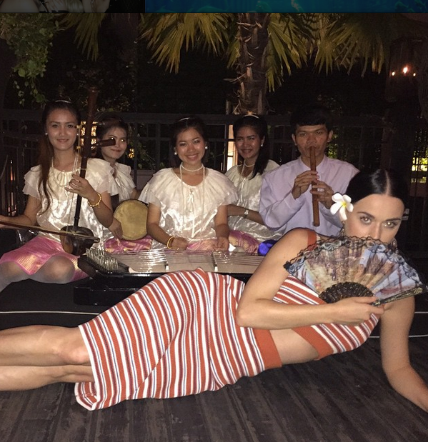 katy-Perry-with-Thai-musicians