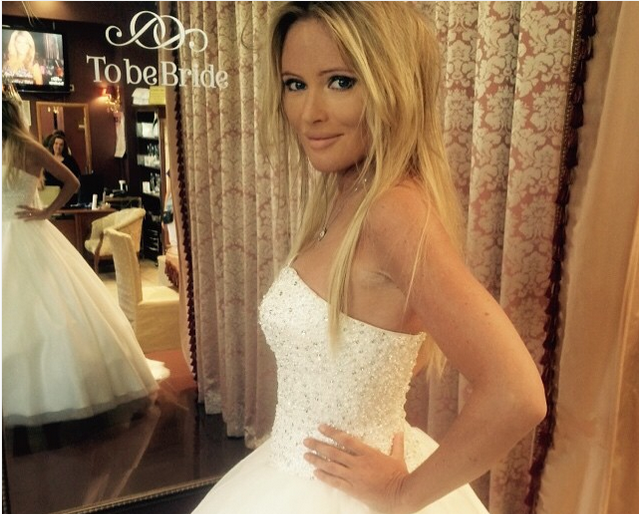 Дана Борисова примерила свадебное платье, фото