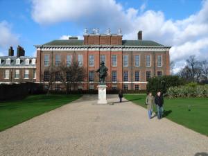Кенсингтонский дворец. Построен в 1605 году