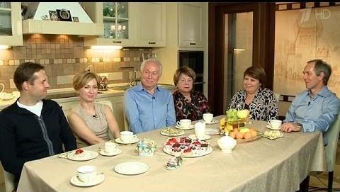 """Евгений Кочергин с семьёй, фото 2014 программа """"Пока все дома"""""""