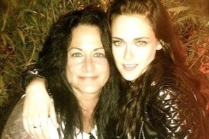 На фото Кристен Стюарт и её мама, Джулс Стюарт