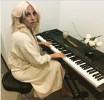 Леди Гага фото в Баку 2015