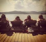 Кейт Мосс фото июнь 2015 на отдыхе в Турции (Кейт Мосс-вторая слева)