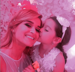 На фото Ксения Бородина с дочерью Марусей в день свадьбы 3.07.2015
