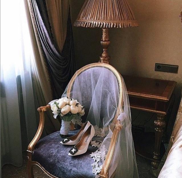 Свадебные фото Ксении Бородиной: фата, туфли и букет невесты