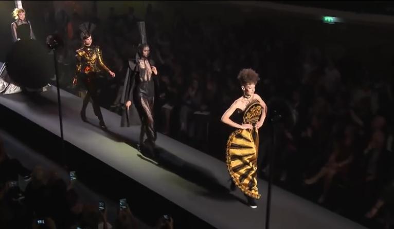 Видео модного показа Jean Paul Gaultier (Жан-Поль Готье) на Неделе высокой моды в Париже сезон осень-зима 2015/2016