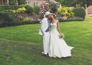 Фото Гая Ричи и Джеки Эйнсли в день свадьбы 30 июля 2015