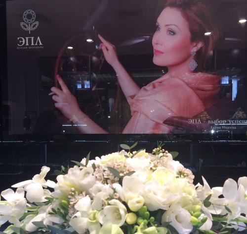 Фото Елены Ищеевой в рекламе якутских бриллиантов