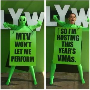 Такое фото разместила Майли Сайрус в Инстаграме чтобы объявить о том, что она будет ведущей 2015 MTV Video Music Awards