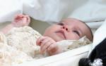 Фото принцессы Шарлотты в кружевной крестильной рубашке