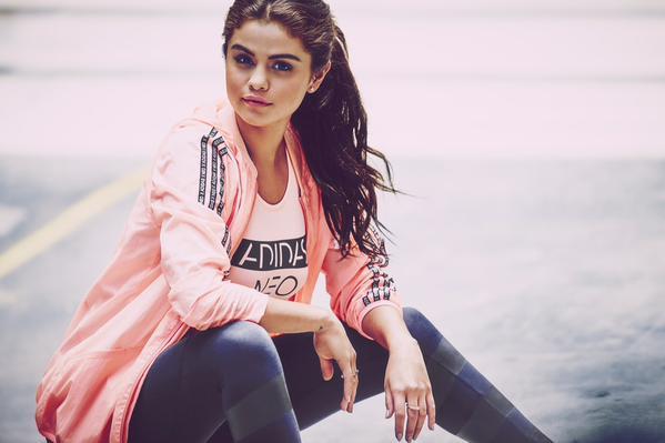 Селена Гомес в рекламе Адидас фото 2015