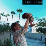 Саша Зверева с новорожденным сыном в костюме львёнка фото из Инстаграма