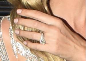 Кольцо Ники Хилтон с крупным бриллиантом, фото из Инстаграма