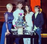 Фото Жанны Эппле (слева) с сыновьями и невесткой в день свадьбы старшего сына Потапа, фото Инстаграм 2015