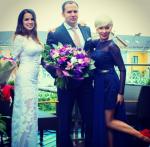 На фото Жанна Эппле с Сергеем Жориным и невесткой Ангелиной в день свадьбы сына Потапа