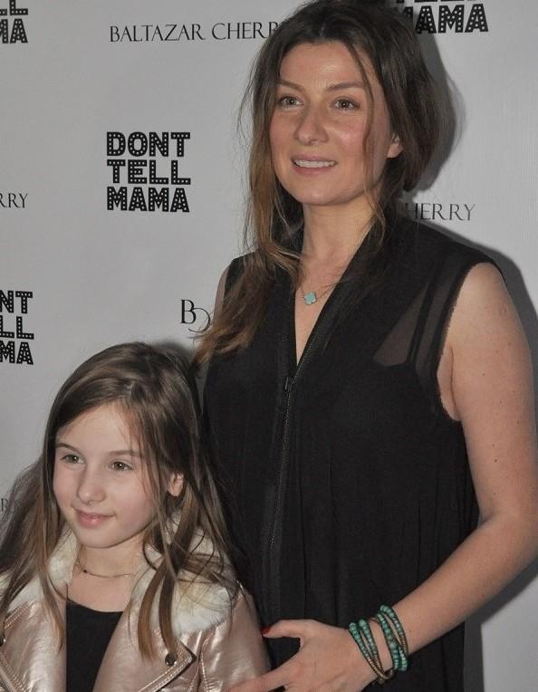 Телеведущая Жанна Бадоева фото с дочерью Лолитой