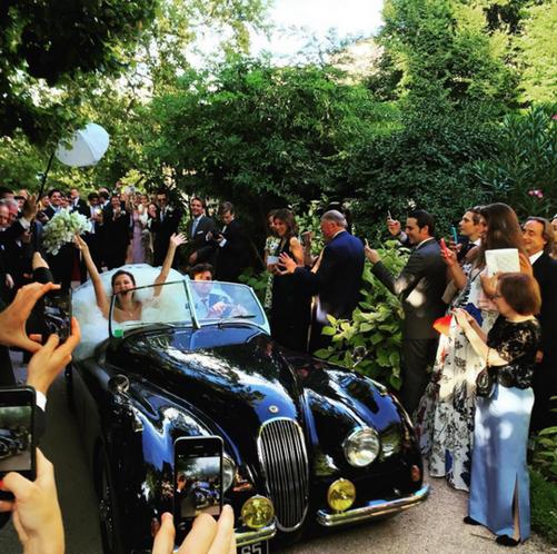 Адриен Фор и Мария Байбакова прокатились в день свадьбы на ретро автомобиле