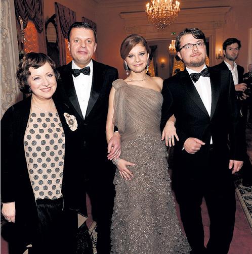 Фото Елены Чекаловой с мужем Леонидом Парфеновым и детьми: сыном Иваном и дочерью Марией