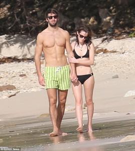 Фото Эммы Уотсон с бывшим бойфрендом Мэттью Дженни на пляже