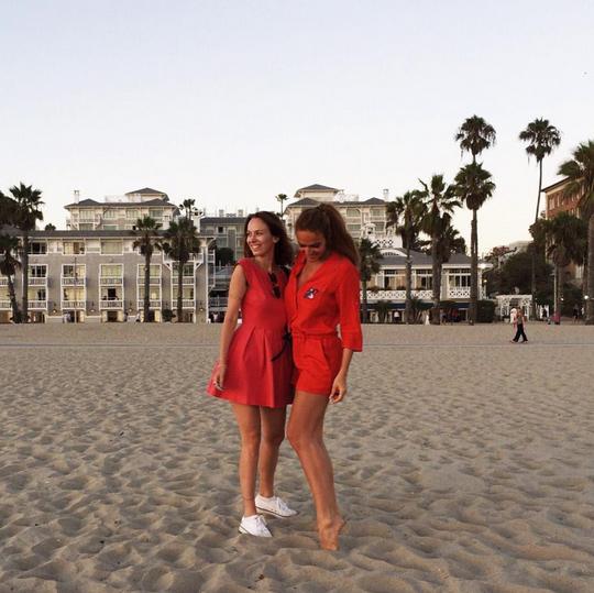 На фото Алена Водонаева и Александра Гененфельд август 2015 Калифорния