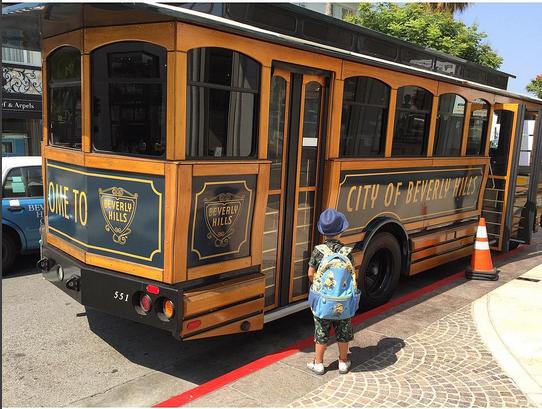 Сын Алены Водонаевой Богдан перед трамваем в Беверли-Хиллз США фото август 2015