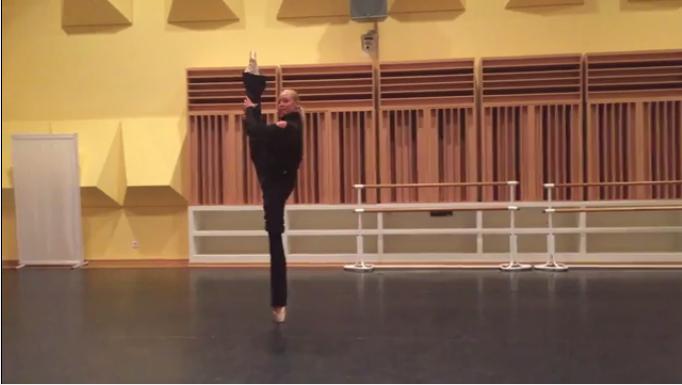 Анастасия Волочкова приступила к репетициям после укуса на море в Турции