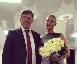 На фото Анастасия Волочкова с главой Белорецкого района Владиславом Мироновым, август 2015