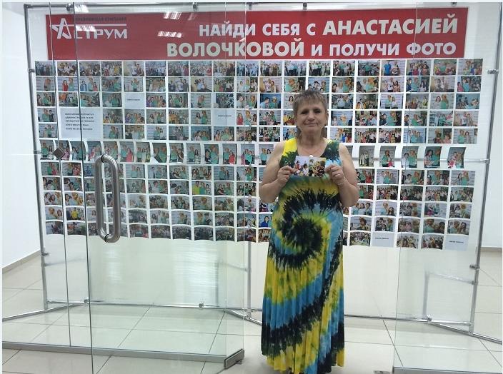 Желающие могли сделать фотографию с Волочковой затем получить своё фото со звездой, Башкирия 2015
