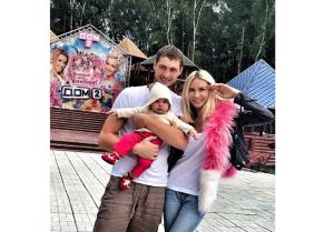 Элина Карякина (Камирен) и Александр Задойнов фото с дочерью Сашей из Инстаграма