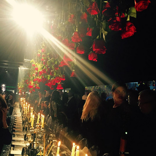 Фото из Инстаграма Виктории Бони, ужин после показа коллекции Philipp Plein в сентябре 2015 в Милане