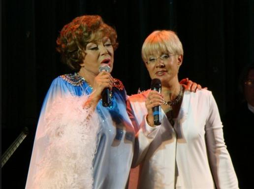 Фото Илоны Броневицкой с мамой, Эдитой Пьехой